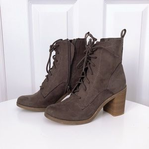 Universal Thread Boots